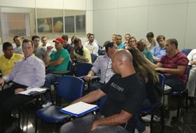 Seminário para clientes de corte de granito no Brasil